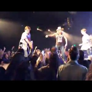 Poison's BRET MICHAELS Invites V² VSquared Onstage to Sing KISS' Rock And Roll All Nite